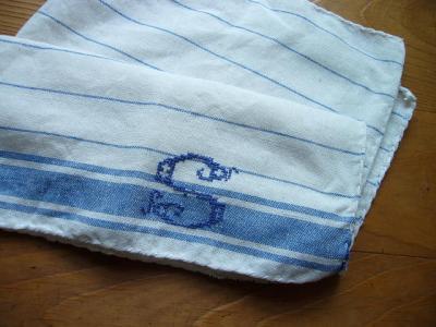 リネンイニシャル刺繍