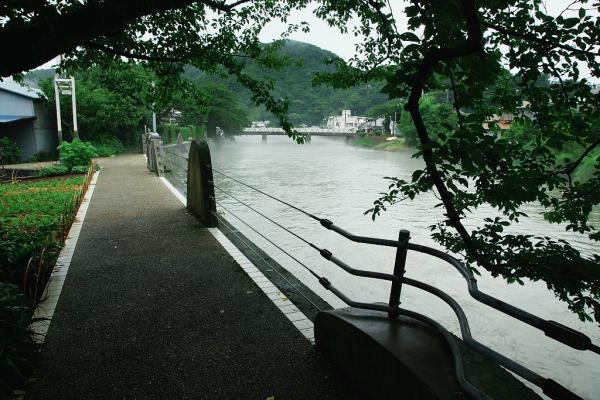 川沿いのプロムナード