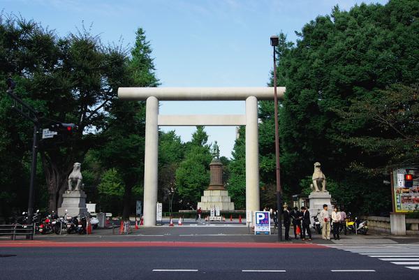靖国神社脇の入り口