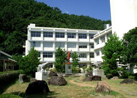 松崎高校エントランス