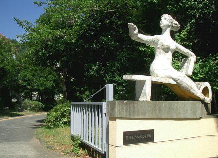 松崎高校「英輝」の像