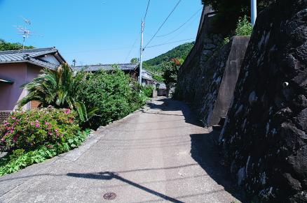 朔の家への坂道
