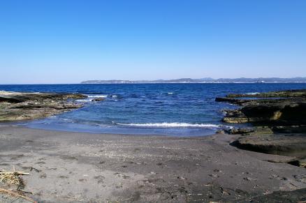 朔と亜紀の浜辺