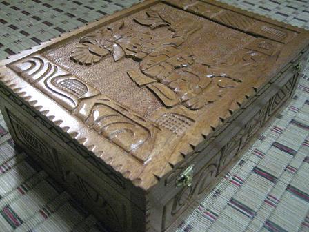手彫りの木箱