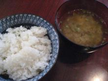 ご飯と粘り気のある味噌汁