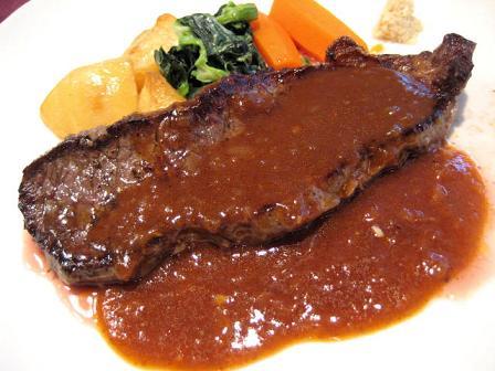 牛肉のステーキ オニオンソース