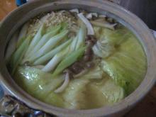丸鶏スープで野菜鍋