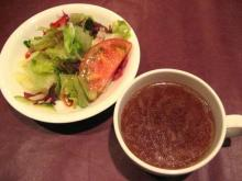 オニオンスープとサラダ