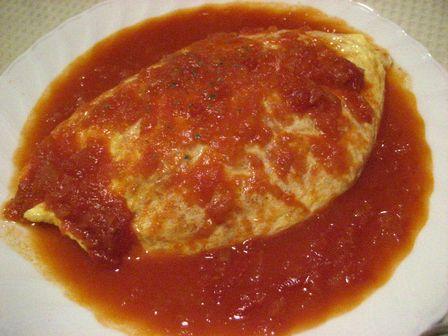 トマトソースのオムライス