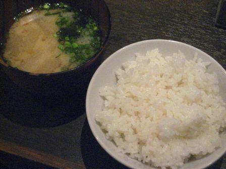 ご飯と味噌汁も自由