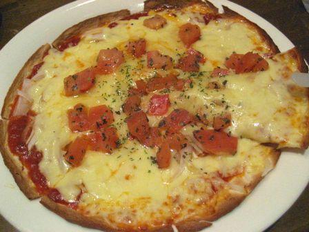 トマトとバジルのピッツア