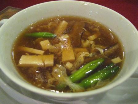 スープは酸味が美味