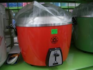 赤い炊飯器