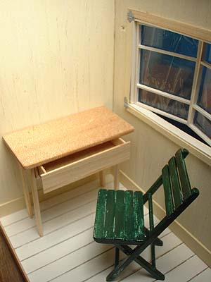 机と椅子131