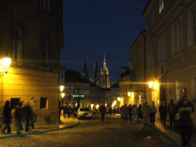 prague_nightcastle122005.jpg