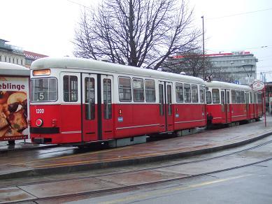 vienna_tram122005.jpg