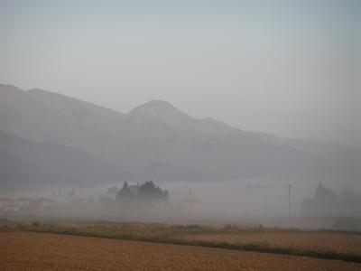 霧と有明山