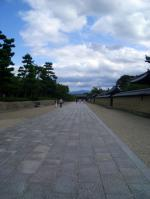 西院伽藍前から東大門