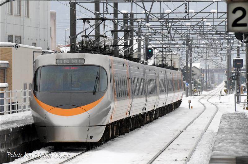 雪の伊予西条駅構内 2008.01.21