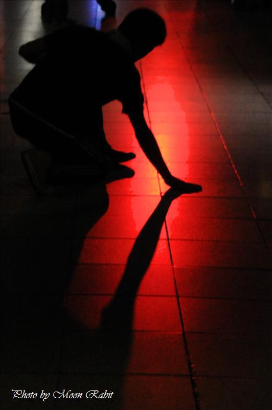 路上でのブレイクダンス練習 西条市栄町商店街にて 2008.05.30
