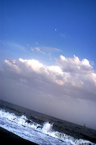湘南 空と海と月とアリガチな写真を撮っときました