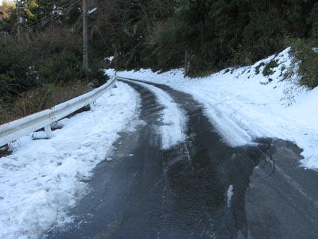 道路が凍結!?