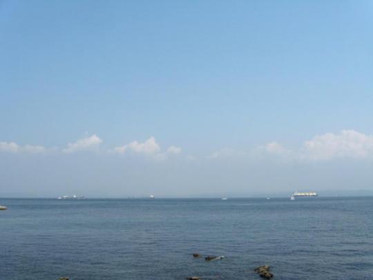 船を眺める