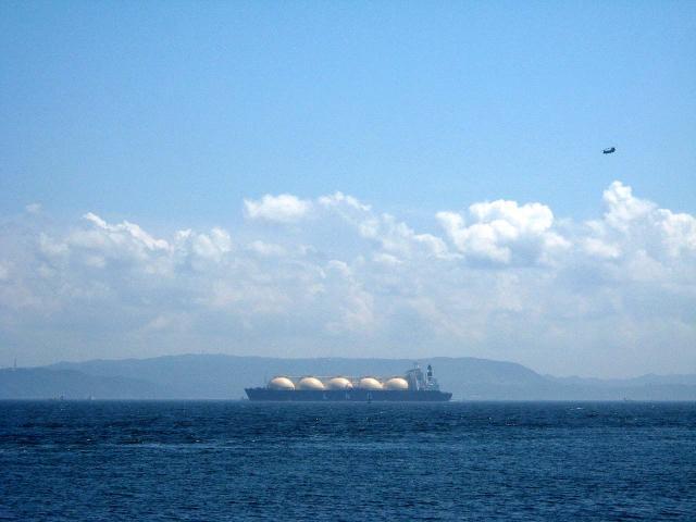 東京湾とタンカー