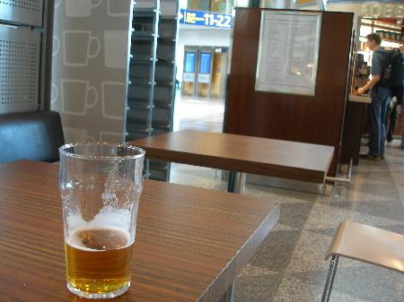 空港木のテーブル