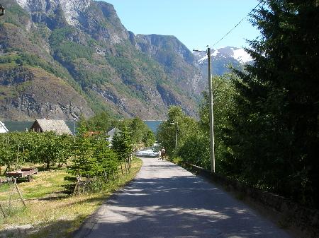 教会からの道