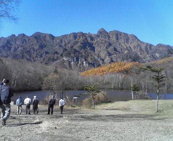 鏡池より戸隠連山H201106