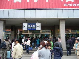鄭州駅の混雑