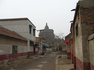 街角から見る繁塔