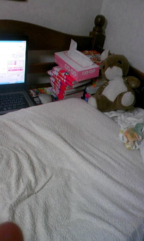 ベッドの上。
