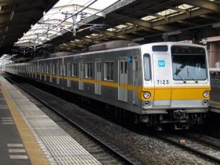 20050501_tokyo-metro_7000.jpg