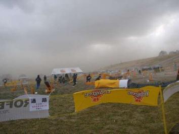 凧あげ会場は砂嵐だった