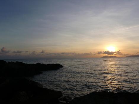 綺麗な日の出ですわァ
