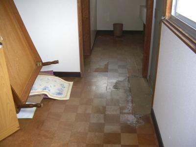 U宿舎廊下床部分リフォーム