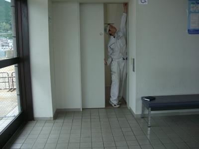 某施設障害者トイレドア修繕