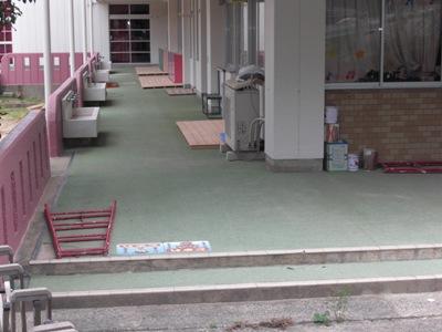 某幼稚園 外廊下床改修~見積り